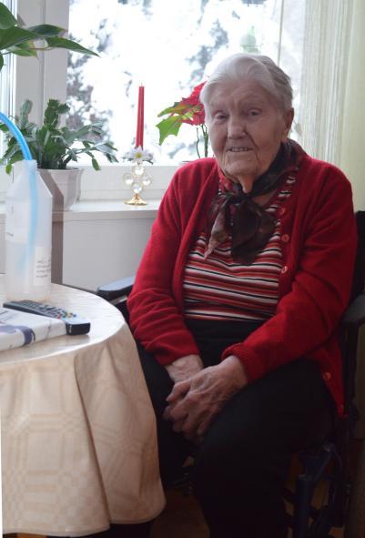Sally Krantzsom med sina 97 år i år blivit nr två av de äldsta i församlingen, har lämnat över betalningarna att skötas av banken och väntar sig inte att det ska bli något över på hennes pension