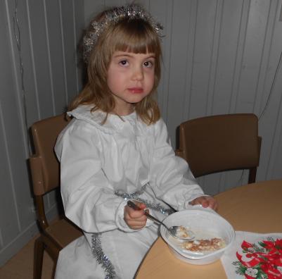 Alice äter den goda gröten.