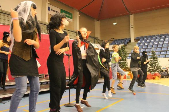 Lite Gangnam style är aldrig fel. Det syns inte på bilden, men granen dansar också.