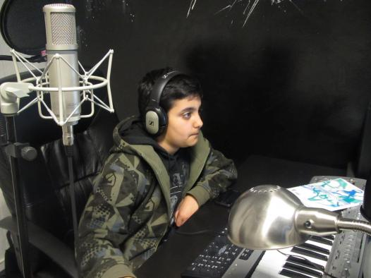 Rami gillar att jobba i Tyrolens studio