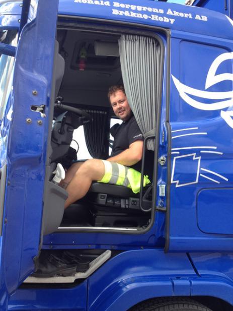 Kalle Blomquist från Bräkne-Hoby började redan -98 hos Ronald Berggren med att tvätta bilarna, men började runt sekelskiftet att köra bilarna i stället.