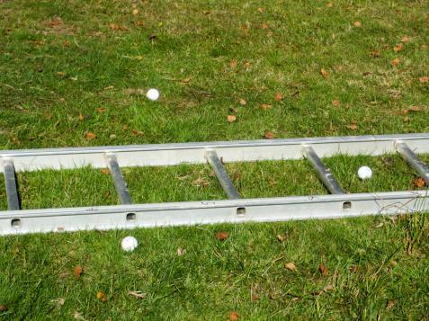 ..... fast det är ju inte alltid som boll-uschlingarna vill ligga kvar mellan stegpinnarna.