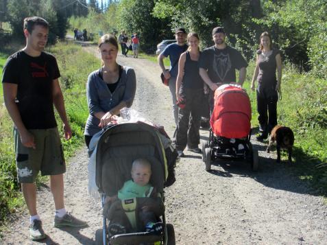 Många barnfamiljer passade på att göra en utflykt.