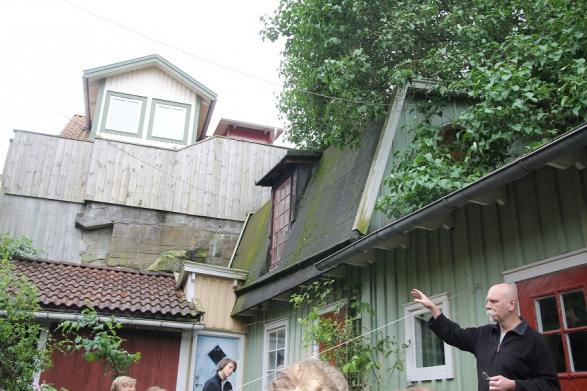 Gamla hus på en bakgård
