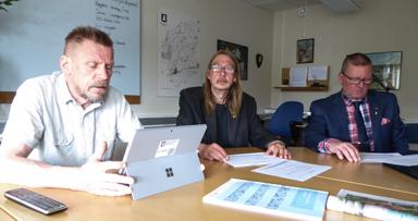 Kommunstyrelsens ordförande, Peter Rosholm (S), Sassi Wemmer (MP) och Thomas Ridell (V) presenterade sin budget för 2017.