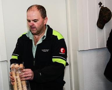 Stefan Hederdal hade köpt in tre nya skyfflar för att klara de första spadtagen.
