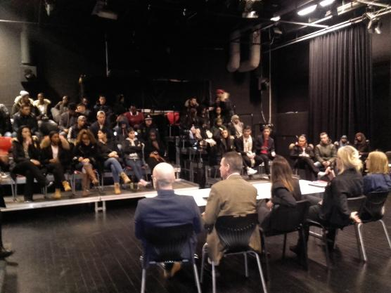 Det var fullt med elever när Angeredsgymnasiets första rektorsgrill arrangerades i teatersalen.