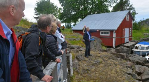 När surströmmingsburkarna skulle tillslutas, användes lokalt tillverkade motorer som förde ett oherran's liv när det jobbades i bodarna berättade Åke