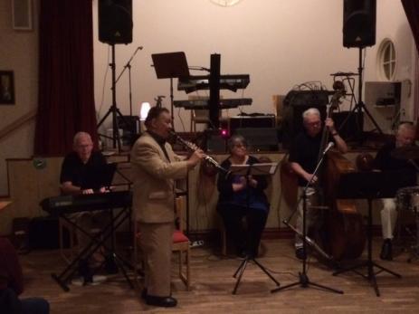 Jazzbandet Sweet Jazz Quartet underhöll och spelade många välkända låtar.