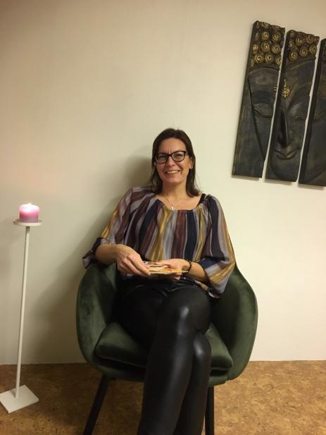 När Johanna Dansdotter Johansson märkte att hon själv hade medial förmåga satsade hon på att utbilda sig för att kunna hjälpa andra.
