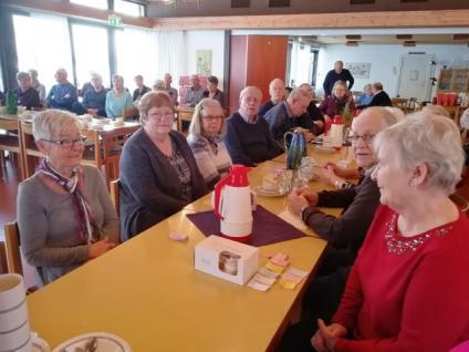 Ett glatt gäng pensionärer hade det trivsamt då Väringbygdens seniorer inbjöd till möte med underhållning och förtäring.<br /><br />