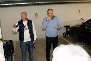 Magnus och Thord Gustafson hälsar välkomna till Lyckebo och kvällens invigningsfest.