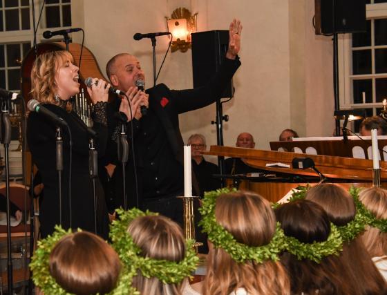 Johanna Johansson och Niklas Asknergård sjöng duett.