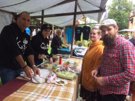 Äkta falafel kunde besökarna köpa av Iman Marawi och Jason Shabak, något Lisa och Nisse Stomlod nappade på.