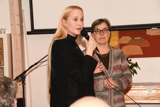 Lena Andersson svarar på frågor om sin dokumentärfillm om bastabinne.