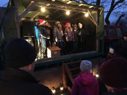Klass fyra sjunger julsånger.