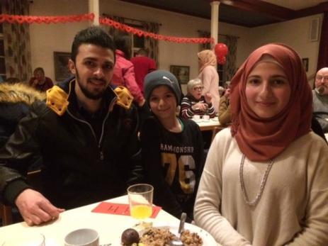 Omar, Khaled och Hajar Alkasem Alsattouf är kusiner tyckte det var en mycket trevlig fest, då de fick möjlighet att träffa vänner de inte sett på länge.