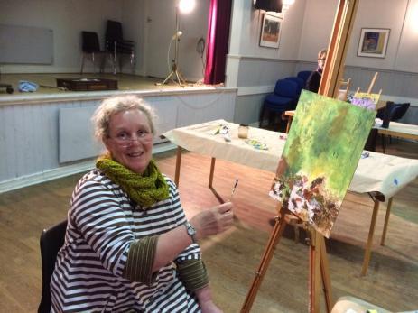 För Ann-Charlotte Larsson som lever ensam fyller målar kursen en stor social funktion, då hon får möjlighet att träffa sina vänner varje vecka.