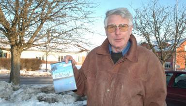 I torsdags kväll (16 mars 2006) premiärvisade Nils-Bertil Andersson DVD-skivan om olika aktiviteter i Bollebygds kommun. Visningen gjordesi samband med att Hembygdsföreningen höll sitt årsmöte på Bollegården.