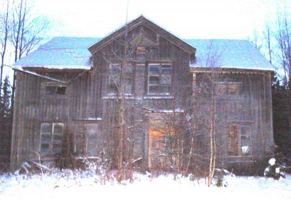 Erik Danielsson gård drabbades av eldsvåda och det hus som finns kvar i Lillåkersjönfick alltså nyuppföras
