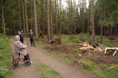 Här ska grannen Björn Otterström bygga en rastplats där skogsvandrare kan ta paus under andens beskydd