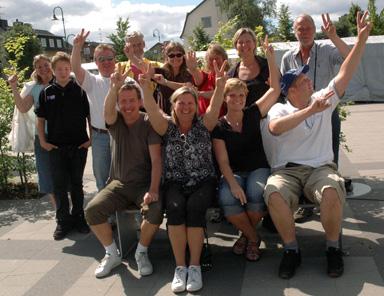 Glada föräldrar var det gott om på torget när tjejerna anlände från Gothia Cup i Göteborg.