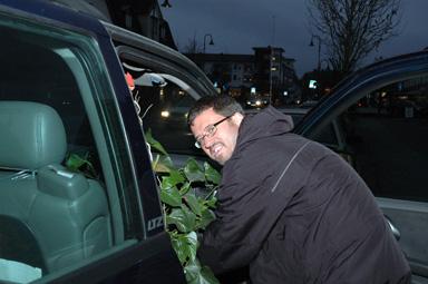 Martin Karlsson har just knött in en av sina kontorsväxter i bilen. Han som så många andra företagare i Bollebygd förbereder sig inför helgens Företagsmässa i Bollebygd.