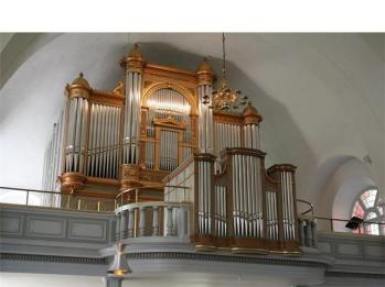... huvudverket på orgelläktaren - varifrån han även kunde spela på kororgeln.