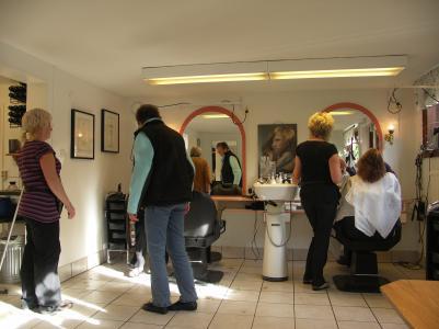 Det var full aktivitet i salongen denna eftermiddag.