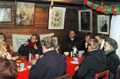I Åsenstugan serverades julgröt och lussekaffe med tillbehör.