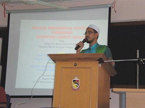 Mr. Zaidi Ramli, one of the lecturers.