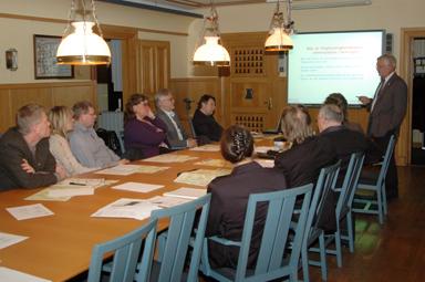 Representanter från kommunerna Härryda, Mark och Bollebygd lyssnade till Gunnar Sibbmark, vice ordförande och VD för Europakorridoren AB.