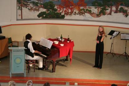 Max Jonsson och Karin Lingren framför Ave Maria