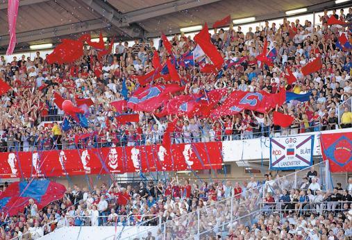 """""""Örgryte feiern im September 2002 den 5:2-Sieg und damit das Saison-Double (Hinspiel 2:1) über den Stadtrivalen IFK Göteborg"""""""
