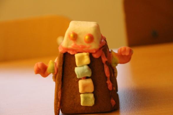 En robot bodde i vinnarhuset. Han är gjord av en överbliven skorsten och godis.