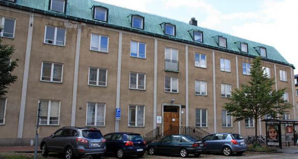 Här ser ni skolan som ligger på Drottninggatan, alltså ligger det väldigt centralt och nära till allt.