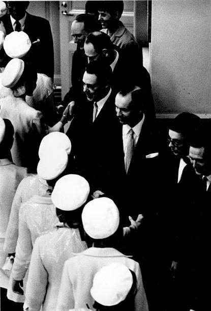 Thorild Dahlgren, i mitten, avtackar 1967 års studenter.