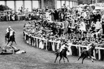 Davison nedtrampad under ett derby 1913