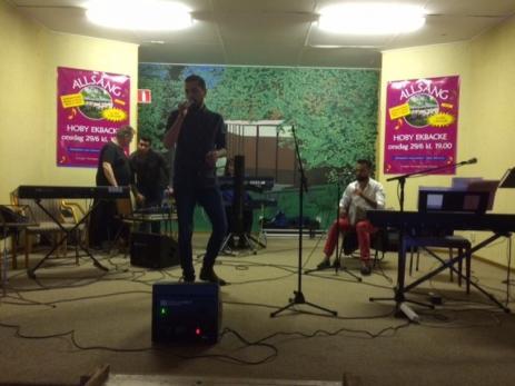 Jad Jousef och Khaled Alkasem sjöng och spelade arabiska sånger.