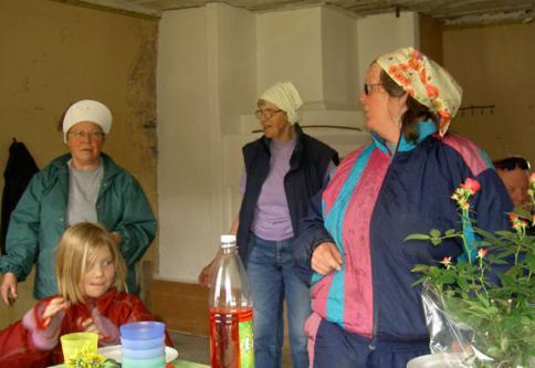 Marianne, Ebba och Doroty skötte om \