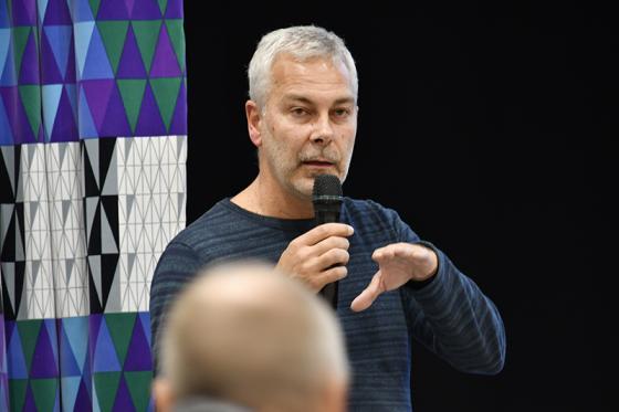 Plan- och exploateringschef Fredrik Engkvist informerade om detaljplaneförslaget för Prästgårdsgärdet.