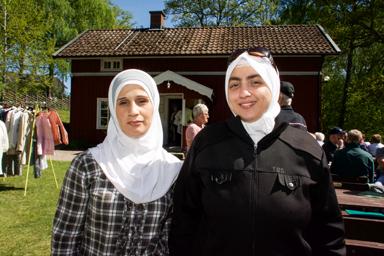 Abir Alshik och Monisa Zahraa två nya Boilebygdsbor som tyckte om Hembygdsparken.