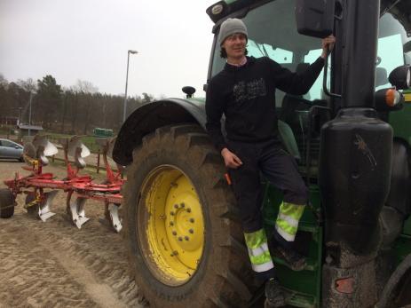 <br />Lukas Andersson vill bli maskinförare och läser därför på grävmaskinförarlinjen.