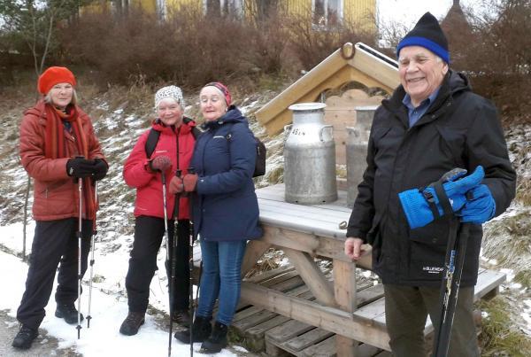 Vandring runt Öd 8 december. Eileen, Anki, Ulla och Anders