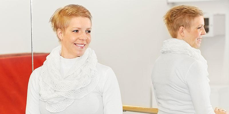 Isprinsessa. Camilla Dahlberg har ett förflutet i Holiday on Ice. Numera är hon mammaledig huvudtränare för Konståkarna Borås som arrangerar kvaltävling till elitserien i synkro – konståkningens lagsport.