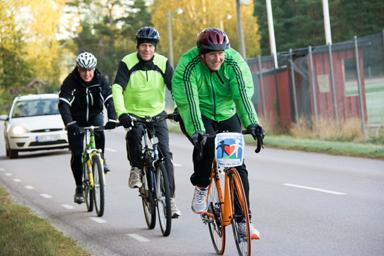 Här passerar trion från Bollebygd idrottsplatsen Bollevi cirka 7 kilometer från Bollebygd.