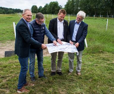 Den 20 juni skrev Peter Rosholm (S) och Christer Johansson (M) under ett avtal med Stefan Söderkvist Fastighetsbolag AB för ett framtida bygge av en så kallad trädgårdsstad vid Forsa.<br />En del i Bollebygds utveckling mot Rävlanda och Härryda kommun.