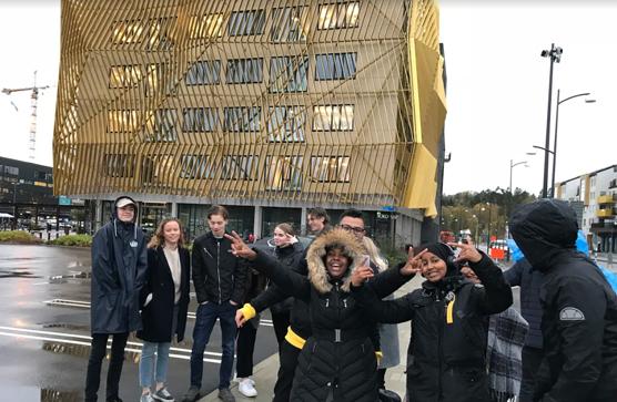 Elever från Angeredsgymnasiet och Hvidtfeldtska gymnasiet möts vid Nya Hovås