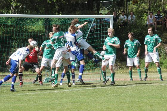 Bilden från en match mellan Bollebygds IF och Hestrafors IF i maj 2008.