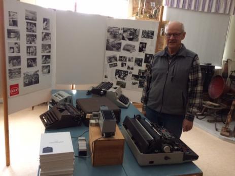 När Åke Persson hittade planscher på foto och gamla tidningsutklipp från Facit Halda, Nokia-fabriken som lades ner för tjugofem år sedan, gjorde han en utställning som nu finns på museet i Bräkne-Hoby.